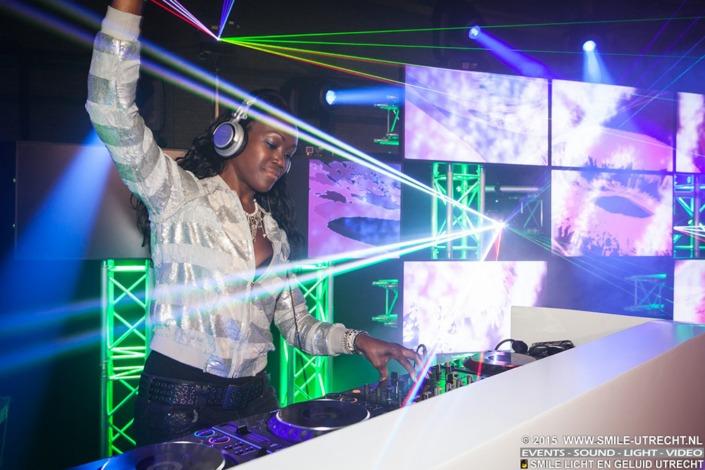 Personeelsfeest licht en geluid huren voor DJ.