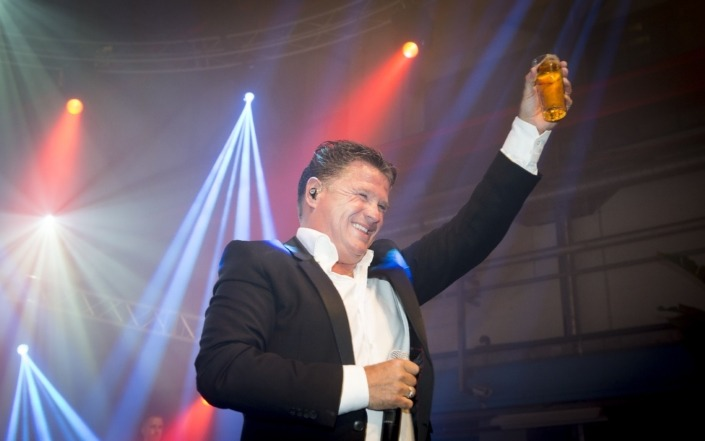 Smile verhuurt licht en geluidsapparatuur voor gastoptredens van o.a. Wolter Kroes.