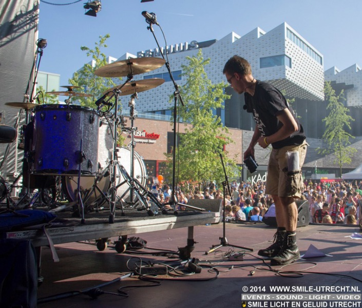 FC Amersfoort festival - Smile verzorgde het licht en geluid op het hoofdpodium op het Eemplein.