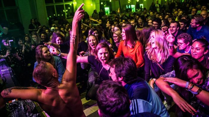 Smile verzorgde de complete techniek op het Grasnapolsky festival in Kootwijk. Licht, geluid en video huren.