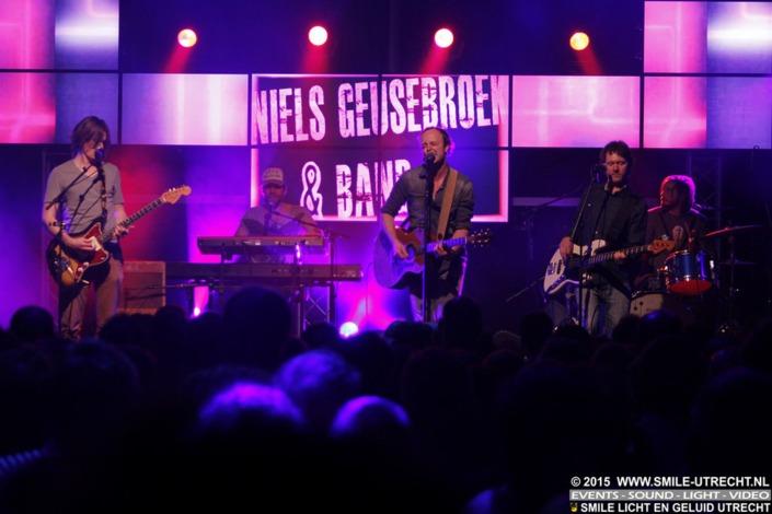 Vitens personeelsfeest in Zwolle met Niels Geusenbroek. Licht en geluid huren voor bandoptreden.